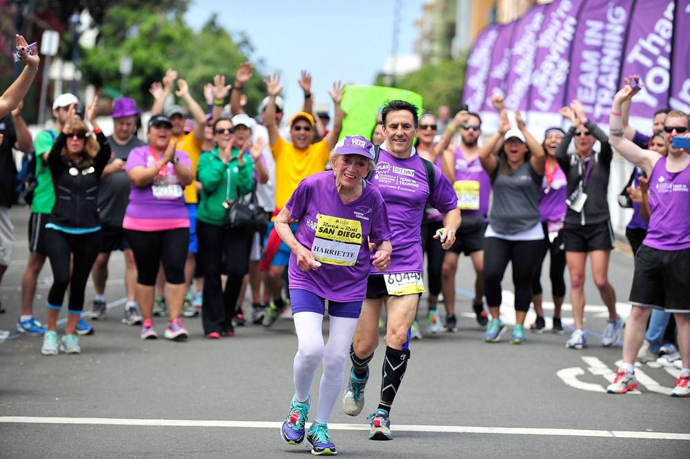 84race, chạy bộ, runner, marathon, cụ già chạy bộ